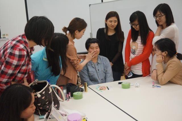 Make-up workshop to facilitate social activities